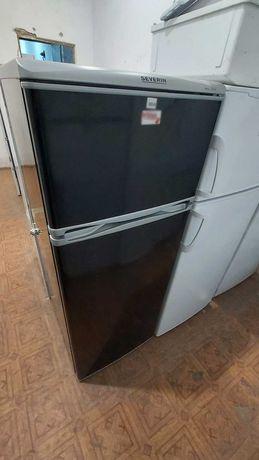 Холодильник б/у невисокий. Локація місто Київ
