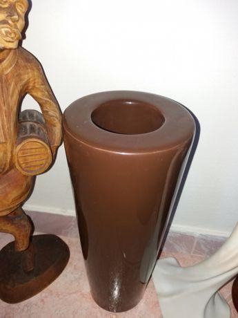 Figurka porcelana wazon