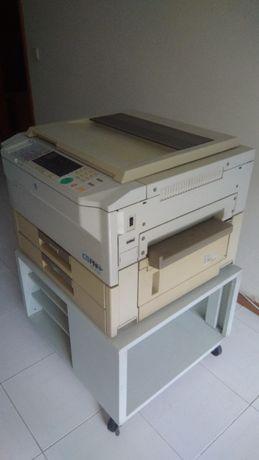 Fotocopiadora c/ móvel .