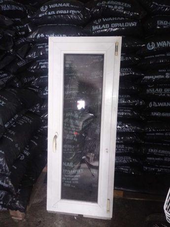 Okno z klamką 153x53