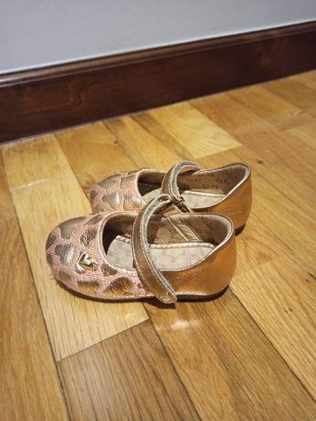 Sapato bibi de menina cor de rosa