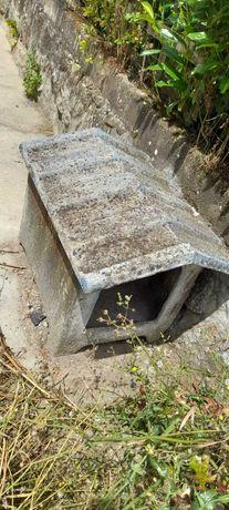 Casota para cão em pedra. Ideal para restaurar