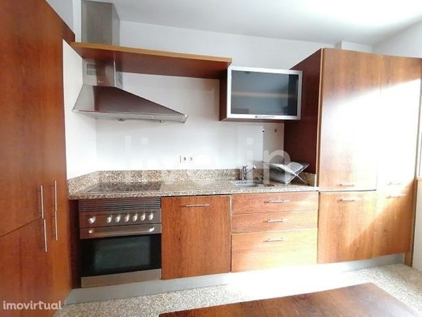 Apartamento T2 com garagem fechada na Forca