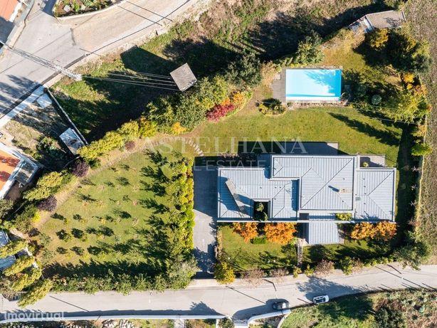 Fantástica moradia T3+1 com piscina e jardim, próxima do ...