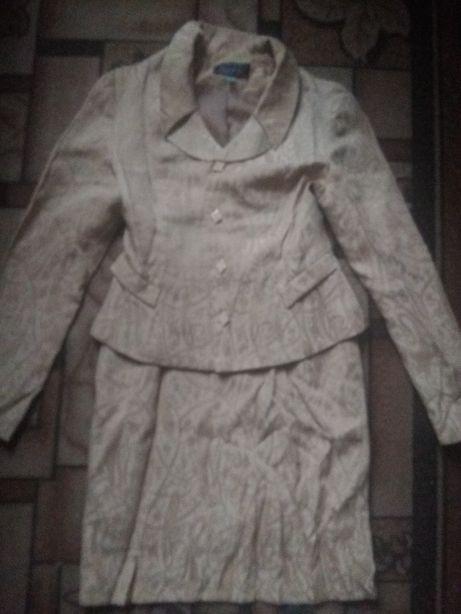 костюм жіночий (юбка і піджак)