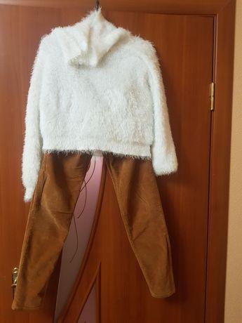 Укороченный белый пушистый свитер