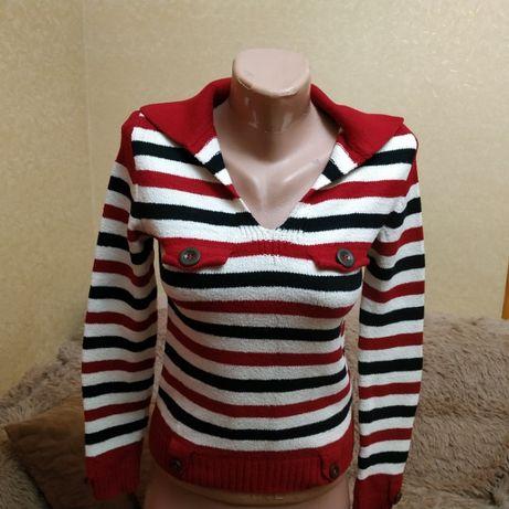 Яркий свитерок в идеальном состоянии