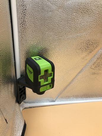 Лазерный уровень с магнитным держателем зеленые линии в наличии