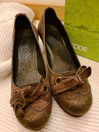 Sapatos Dkode em pele, tamanho 39, calçados uma única vez.