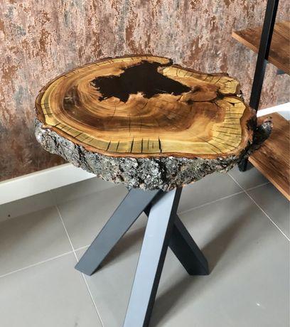 Stolik kawowy z plastra drewna i żywicą