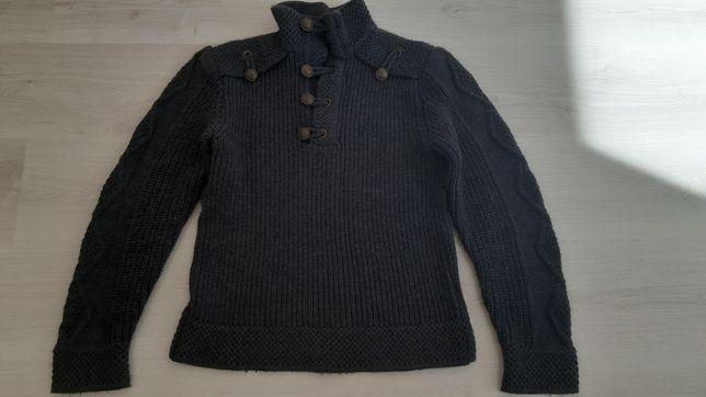 Шерстяной мужской свитер.
