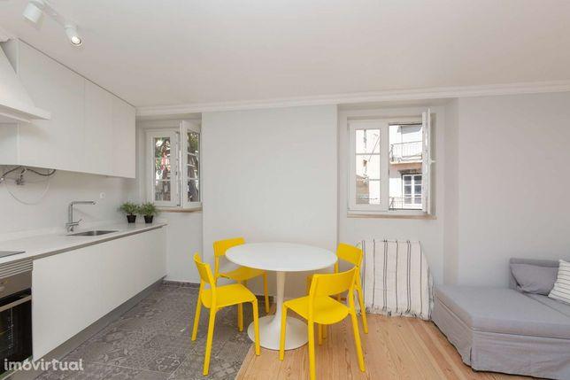 Apartamento T1+1 remodelado em Alfama, Lisboa