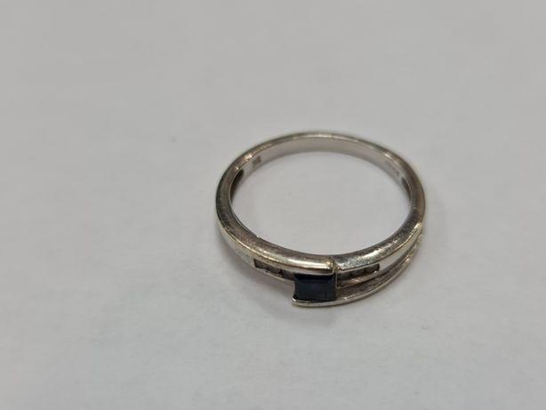 Klasyczny złoty pierścionek damski/ 375/ 2.54 gram/ R16/ Cyrkonie
