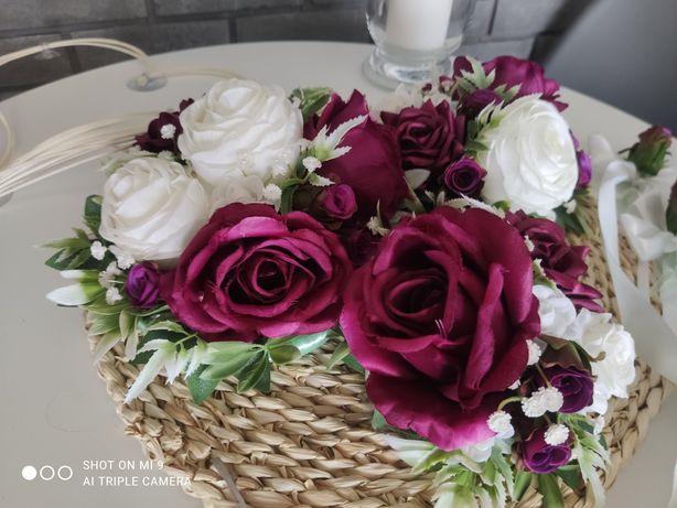 Kwiaty na auto do ślubu