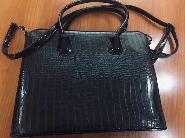 стильная лакированная сумка
