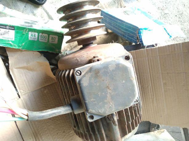 Електродвигун 3 квт 700 об.хв