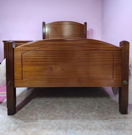 Cama de Solteiro em madeira maciça de freijó