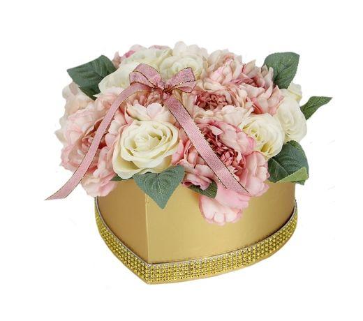 DUŻY Bukiet FlowerBox MIX peonie i róże w złotym SERCU na Dzień Babci