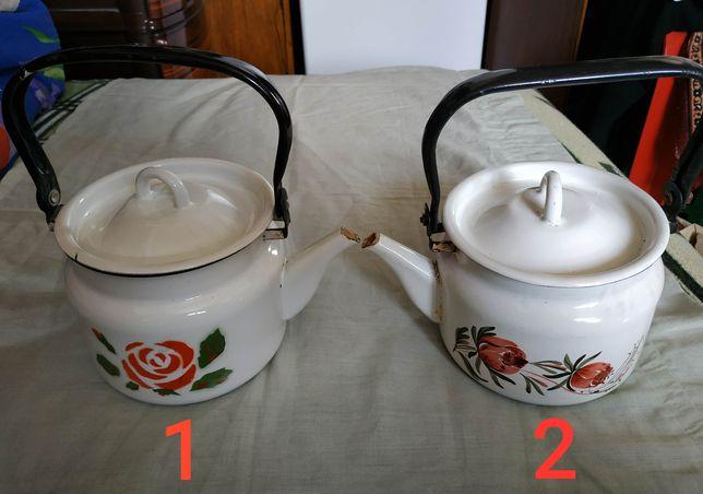 Два маленьких чайника времён СССР.