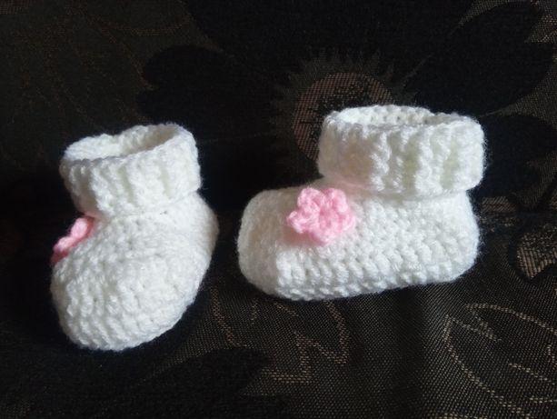 Buciki niemowlęce z cholewką rękodzieło na szydełku - różne kolory