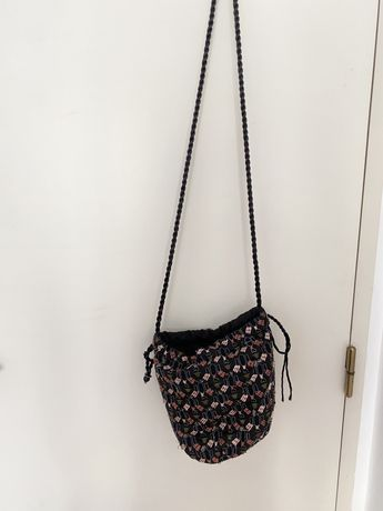 Mala tiracolo crochet bordados