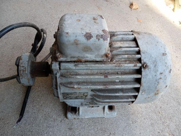 Silnik silowy 1.5 kw