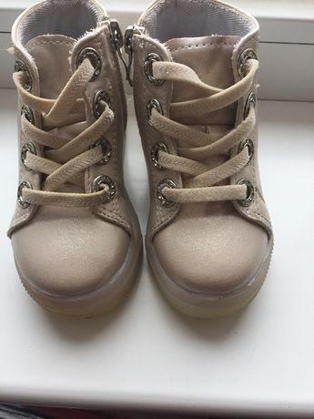Продам ботиночки донечки за 300грн, 21розмір