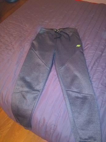 Spodnie 4F roz 152