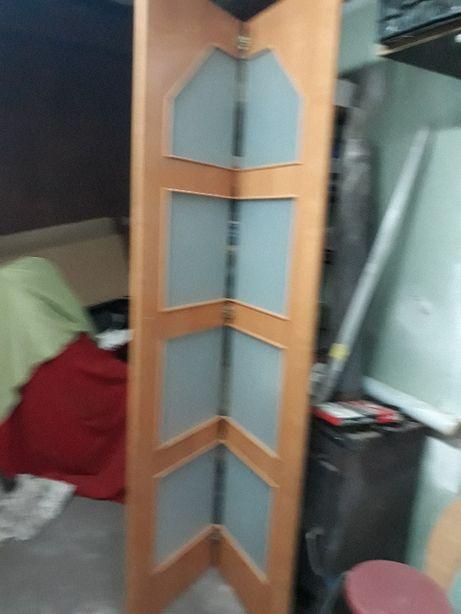 drzwi przesówne łamane na rolkach