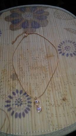 łańcuszek koloru złotego z kryształkami swarowskiego