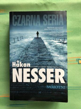 """Samotni"" Hakan Nesser - książka z czarnej serii"