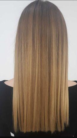 Keratynowe prostowanie włosów.