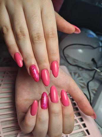 Paznokcie hybrydowe manicure pedicure kombinowany