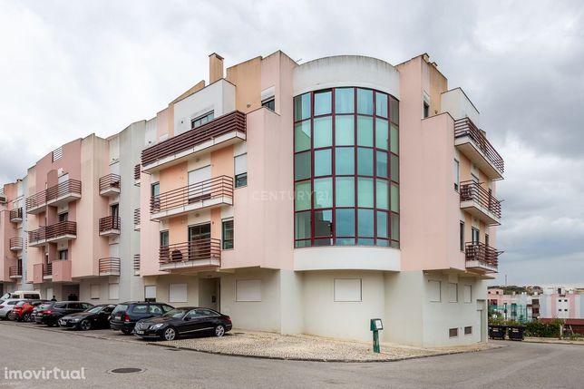 Excelente apartamento T2 com garagem na Rua Candido dos Reis, Vialonga
