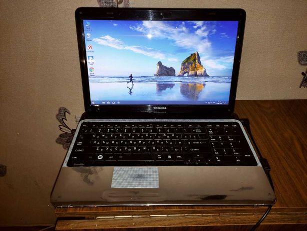 ноутбук TOSHIBA 4-х ядерный 4 оперативы и SSD В отличном состоянии .