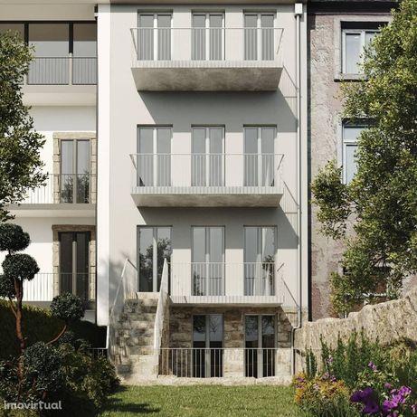 Apartamento T1 com excelentes acabamentos com jardim