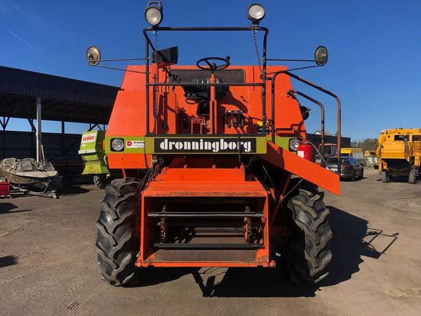 Комбайн зернозбиральний DRONNINBORG D300 (Massey Ferguson 21)