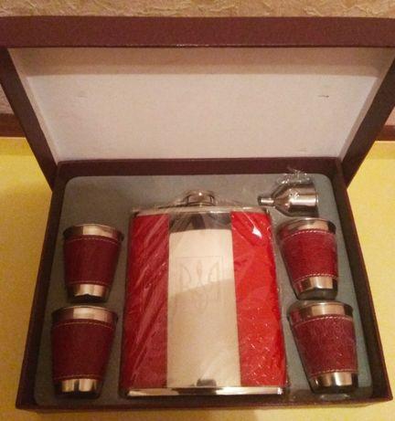 Продам подарочный набор фляга (540мл) с 4 рюмками. Нержавеющая сталь