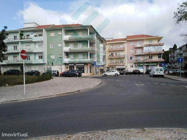 Apartamento T2 situado em Caxias Junto Cp centro