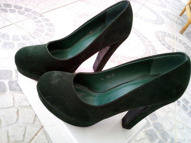 Sapatos verdes escuros - Tamanho 37