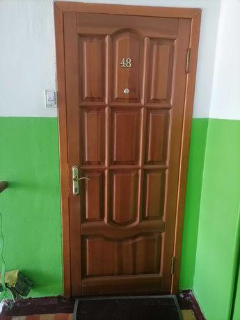 Продам входную дверь 500 грн