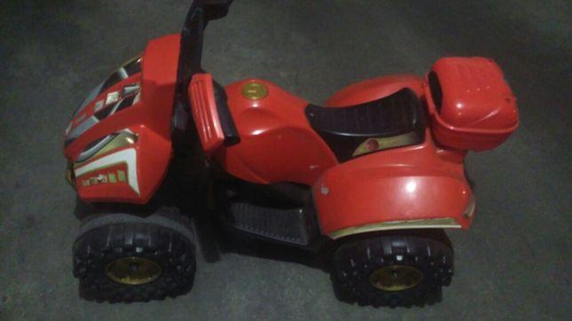 1 Moto 4 elétrica com carregador