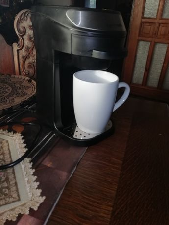 Ekspres do kawy z kubkiem