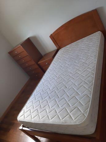 Cama + mesinha de cabeceira + armário para roupa