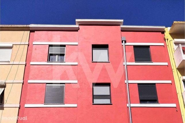 Apartamento T3 Duplex totalmente remodelado com varanda e amplo terraç