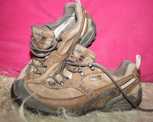Треккинговые кожаные ботинки Teva с мембраной Event