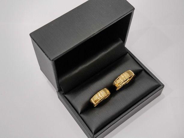 Złote obrączki półokrągłe z cyrkoniami Swarovski