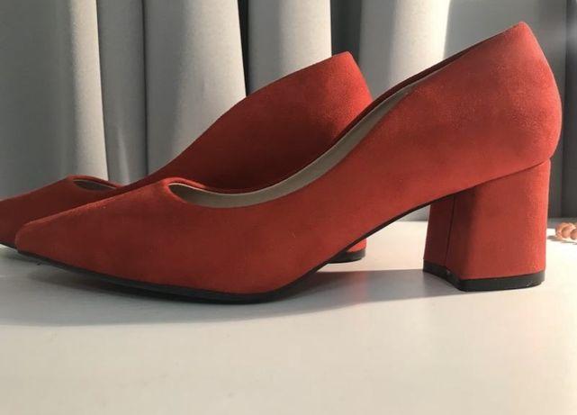 Красные туфли с острым носком 24,5см новые