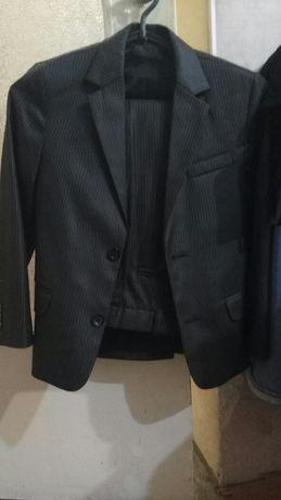 Продам костюм в школу для первоклассника+рубашка