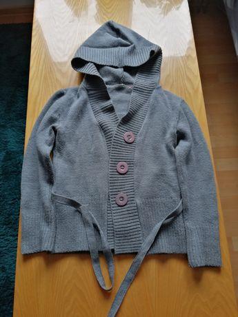 Sweterek zapinany z kapturem